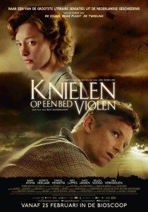 knielen_op_een_bed_violen_36000436_ps_1_s-low